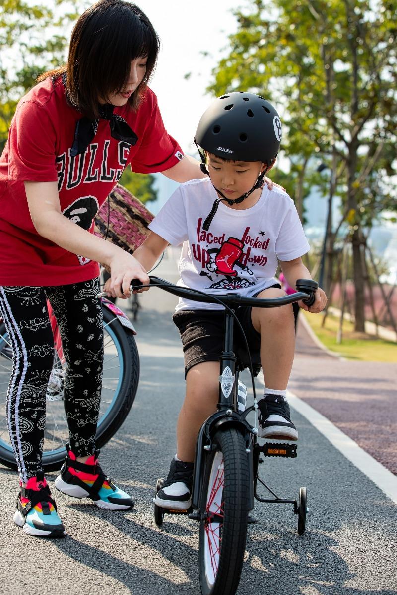 学骑自行车