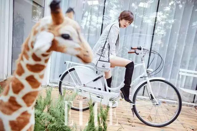 骑着Amsterdam的王珞丹